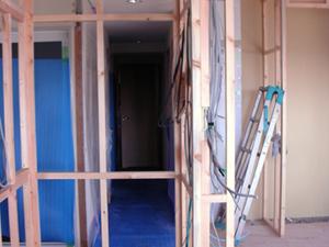 LDKへの元入り口部分。正面に廊下が見えます。